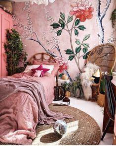 bohemian bedrooms Bohemian Bedroom Decor And Bedding Design Ideas - Bohemian Bedroom Decor And Bedding Design Idea Bohemian Bedroom Decor, Decor Room, Bedroom Inspo, Bedroom Ideas, Bohemian Bedding, Bohemian Apartment, Living Room Decor Unique, Floral Bedroom Decor, Bohemian Style Rooms