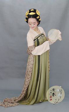 Traditional Chinese clothes, hanfu by 沉香画舫  http://shop109391342.taobao.com/index.htm?spm=2013.1.w5002-6606292837.2.6F4W5m