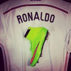 Ronaldo Soccer, Cristiano Ronaldo, Soccer Boots, Football Boots, Superfly Soccer Cleats, Nike Boots, Gareth Bale, Nike Football, Chelsea Fc