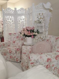 Gorgeous room filled with shabby chic furniture and furnishings. I ♥ all things shabby chic.