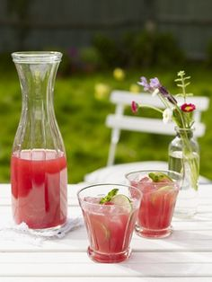 Cranberry and Dark Rum Refresher - The best alcoholic fruit cocktail drink recipes ever Fruit Cocktail Drink, Juice Drinks, Smoothie Drinks, Fun Drinks, Healthy Drinks, Smoothies, Beverages, Best Summer Cocktails, Fruity Cocktails