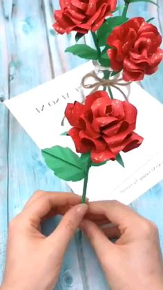 Cool Paper Crafts, Paper Flowers Craft, Origami Flowers, Paper Roses, Paper Crafts Origami, Flower Crafts, Diy Flowers, Flower Paper, Crafts With Flowers