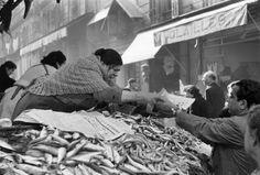 Henri Cartier-Bresson - Mercato in rue Longue, Marsiglia 1954