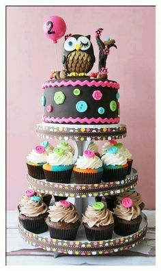 you need a totally different idea for a birthday cake? This Owl inspired treat has a cake and cupcakes on the same stand.Do you need a totally different idea for a birthday cake? This Owl inspired treat has a cake and cupcakes on the same stand. Pretty Cakes, Cute Cakes, Beautiful Cakes, Amazing Cakes, Owl Cakes, Cupcake Cakes, Ladybug Cakes, Cupcake Tier, Tier Cake