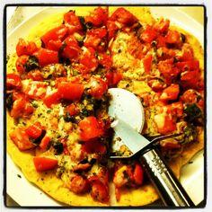 #pizza #tomato #parmesan #mozzarela #basil - @miguelcizeron- #webstagram Bruschetta, Parmesan, Basil, Pizza, Ethnic Recipes, Food, Meals, Yemek, Eten