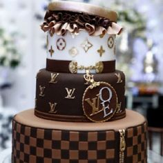Had to share this Louis Vuitton Cake from (FB) Chocolate Cake :) .its the most elegant chocolate cake I've ever seen! Gorgeous Cakes, Pretty Cakes, Cute Cakes, Amazing Cakes, Unique Cakes, Creative Cakes, Louis Vuitton Cake, Super Torte, Piece Of Cakes
