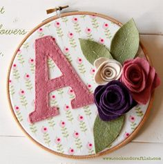 Embroidery Hoop Wall Felt Flowers 41 Ideas For 2019 Embroidery Hoop Decor, Embroidery Hoop Art, Hand Embroidery Designs, Embroidery Patterns, Simple Embroidery, Felt Flowers, Fabric Flowers, Felt Crafts, Fabric Crafts