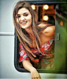 Haste dilo me gham bhi hai, muskurati aankhe kabhi nam bhi hai, dua karte hai aapki hansi kabhi na ruke, kyunki apki muskurahat ke deewane hum bhi hai… Turkish Women Beautiful, Turkish Beauty, Beautiful Love, Beauty Full Girl, Cute Beauty, Beautiful Celebrities, Beautiful Actresses, Hayat And Murat, Hande Ercel