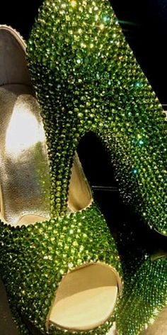 Fashion shoes photography bling for 2019 Mean Green, Go Green, Green And Gold, Green Colors, Olive Green, Pretty Green, Kelly Green, Black Gold, Green Shoes
