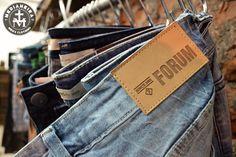 Para os amantes dos jeans, recebemos mais peças da Fórum!!  E não é só jeans!  Recebemos pólos e camisas da Fórum!  O horário do sabadão na tarde é das 16 ás 20h.  #UseMedianeira
