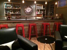Un bar...avec bois de grange... caveman...