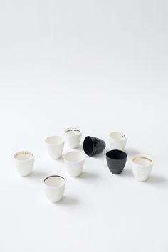 #KajsaCramer #Espressotasse Handarbeit aus Porzellan - in schwarz, weiß, grüngrau oder puder Farben. Gefunden auf #Kontor1710