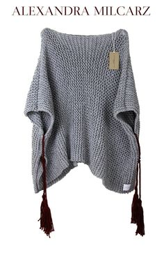 One piece is ready to go! This chunky knit poncho was made of best quality, grey wool and acrylic yarn with burgundy fringles. This is pefect friend for cozy time at Your cabin in the wood, mountains or countrysides. Of course You can wear it casual Poncho Pullover, Grey Poncho, Poncho Sweater, Thick Sweaters, Sweaters And Jeans, Crochet Cardigan, Knit Crochet, Crochet Shawl, Chunky Crochet