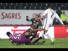 FC Porto - V. Guimarães-FC Porto  Surgiu logo aos quatro minutos, quando um remate desenquadrado de Cafú bateu na cabeça de Pedro Henrique e se dirigiu para a baliza azul e branca; Casillas não segurou e Bouba Saré, atento mas em posição duvidosa, ganhou a bola e desviou-a para a baliza do espanhol.