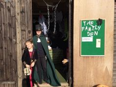 Lots of hallowe'en activities from our spooky family den for a