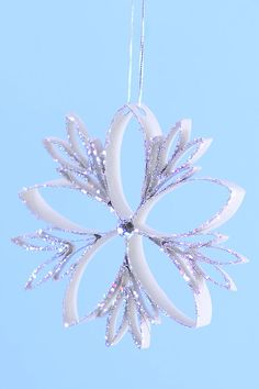 These paper roll snowflakes are SO BEAUTIFUL and they're really easy to make! Such a gorgeous winter craft idea that you can leave up all winter long. Diy Christmas Snowflakes, Snowflake Craft, Christmas Paper Crafts, Valentine Crafts, Christmas Tree Decorations, Holiday Crafts, Christmas Crafts, Snowflake Decorations, Christmas Holidays