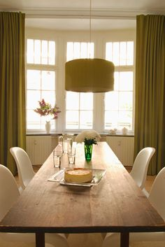 Casual green in the dining room