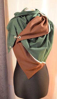 Kiss-A-Tikata: Der erste Post. Source by danielakruegergreven to wear scarves Diy Clothing, Sewing Clothes, Clothing Patterns, Sewing Scarves, Diy Accessoires, Diy Mode, Triangle Scarf, Warm Outfits, Diy Fashion