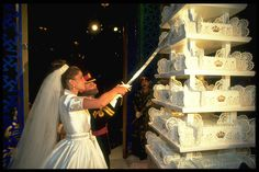 King Abdullah and Queen Rania - wedding cake number one