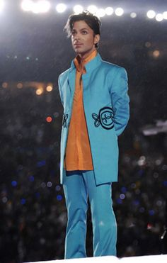 Prince after the awesome performance at Super Bowl in the rain. (I never realized how hard it was raining until watching the doc afterward. Ying Gao, Pictures Of Prince, Prince Images, The Artist Prince, Paisley Park, Thing 1, Roger Nelson, Prince Rogers Nelson, Purple Reign