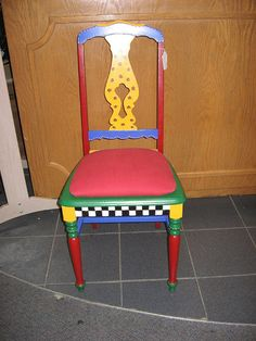 Love the checkerboard on front of chair