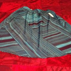 ✨Old navy turquoise/black skirt sz small/petite Closet Clearout!!! New with tags Old Navy Beautiful Black/Turquoise skirt sz Small Petite , tag says S/P/P great price considering it was 29.94. Old Navy Skirts