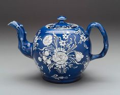 Blue and white salt-glazed teapot, English (Staffordshire), about 1750–60.