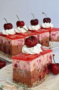Prajitura Cherie cu ciocolata si cirese Sweet Box, Romanian Food, Just Cakes, International Recipes, Cheesecakes, Cupcake Cakes, Panna Cotta, Goodies, Dessert Recipes