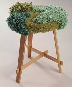 苔藓chair Not technically tapestry, but lovely texture and colour Diy Furniture, Furniture Design, Latch Hook Rugs, Textile Fiber Art, Aesthetic Rooms, Tapestry Weaving, Diy And Crafts, Creations, Bedroom Decor