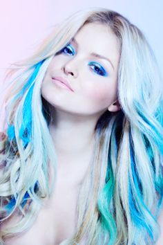 I have always loved seeing what other people do with their hair. This girl's eyeshadow goes perfectly with her blue highlights. The blue is even brighter with her blond hair!
