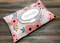 Poppy Floral Print Wipe Case / Travel Wipes Case / Wipes Case Cover / Wipes Holder / Baby Wipes Case / Bag Wipes / Wet Wipes / Wipes Case by CandyUnraveled on Etsy Baby Wipe Holder, Baby Wipe Case, Wipes Case, Honest Baby Products, Huggies, Clorox Wipes, Wipes Container, Scrappy Quilts, Tejidos