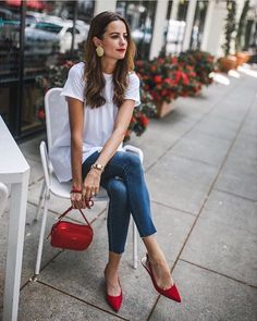 37 Cute Casual Spring Outfit You Must Have – style ideas Fashion Blogger Style, Look Fashion, Womens Fashion, Style Blog, French Fashion Styles, Fashion 2018, French Chic Fashion, Feminine Fashion, Cheap Fashion