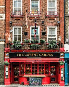 The Covent Garden pub in London's Covent Garden London Tours, London Travel, London City, British Pub, Belle Villa, London Places, Photos Voyages, London Photography, London Eye