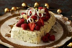 Festive White Choc Pistachio Ice Cream with Red Berries: A great way to finish off Christmas lunch - this refreshing, rich ice cream is sure to please everyone! Kiwi Recipes, Desert Recipes, Sweet Recipes, Baking Recipes, Condensed Milk Ice Cream, Condensed Milk Recipes, Christmas Lunch, Christmas Cooking, Christmas Recipes