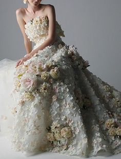 Yumi Katsura's wedding dress with absoolutely amazing floral details.