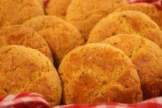 A Broa de Milho é um dos pães mais pedidos nas padarias de todo o Brasil, mas ninguém imagina o quanto é fácil fazê-la em casa. Experimente e tenha broas f