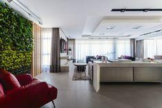 Com 156 m² e vista para o mar de Florianópolis, esse apartamento é resultado dos desejos de uma família formada por um casal, seu filho de dez anos e um bulldog francês. Para traduzir seus sonhos em um imóvel personalíssimo, eles contaram com o olhar atento da arquiteta Juliana Pippi. (Foto: Rô Reitz)