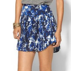 3 x HPPiperlime Drop Waist Pleated Mini Skirt Girly Girl Party (3/11/16)It Girl Party (11/21/15)Weekend Wardrobe Party (5/30/15)Brand new darling drop waist pleated skirt in a blue abstract print in size XS by Piperlime. 100% polyester. Perfect condition, never worn. NO TRADESNO PAYPALNO LOWBALLING I'm willing to negotiate via the Offer button Piperlime Skirts Mini