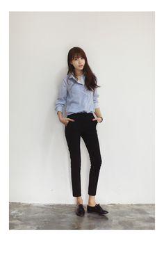 shirt + skinny crop high waisted pants + black oxfords