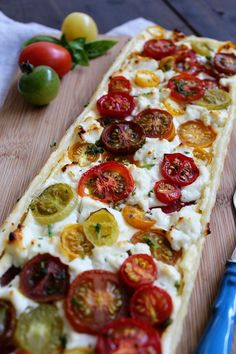Tomaten-Tarte mit Ziegenkäse Tomato tart with goat's cheese and puff pastry (Grilling Recipes) Tart Recipes, Raw Food Recipes, Brunch Recipes, Good Food, Yummy Food, Quiches, Diy Food, Grilling Recipes, Finger Foods