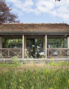 Mi-refuge, mi-maison, la cabane de Marc Lavoine,imaginée par son épouse Sarah, a poussé au cœur d'un verger !Un endroit délicieux pour se...