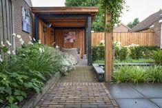 kleine tuin met veranda en speelplek - Google zoeken