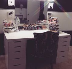 This vanity is full, and yet it looks so clean and chic. I would love to have this much makeup, but sadly I dont. A girl can dream though. -Xoxo, Ari