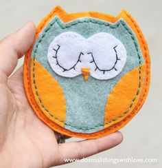 CUTEST owl pouch ever.  Make out of felt and with free template!!!