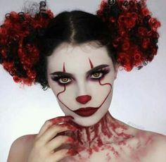 Pennywise the Dancing Clown Halloween makeup Disfarces Halloween, Halloween Karneval, Cool Halloween Makeup, Halloween Inspo, Scary Clown Makeup, Halloween Photos, Vintage Halloween, Maquillage Halloween Clown, Clown Halloween Costumes
