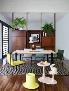 Décor do dia: sala de jantar modernista ganha tons cítricos - Casa Vogue | Décor do dia