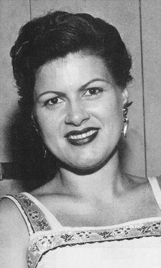Patsy Cline circa. (1960) Country Western Singers, Country Music Artists, Country Music Stars, American Folk Music, Wanda Jackson, Patsy Cline, Loretta Lynn, Famous Singers, Music Mix
