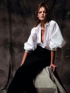 BLUSAS BLANCAS DE DISEÑADOR, HERMOSAS Y ORIGINALES Hola Chicas!! Les tengo una galería de fotos de blusas blancas unas románticas y otra minimalistas de los diseñadores Gildes, Ralph Lauren, Chalayan, Rosie Assoulin, Balenciaga,Fondazione Gianfranco Ferré, me encantaron son diseños del 2014 pero creo que se podrán usar mucho años, originales y hermosas.