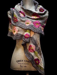 Gorgeous knitted shawl - intarsia? duplicate stitch?