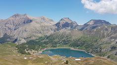 Le lac d'Allos depuis le col de l'encombrette en plein coeur du parc national du #mercantour. Un joyau de la nature, préservé, loin de toute nuisance et pollution. Ici l'admiration est à son comble.
